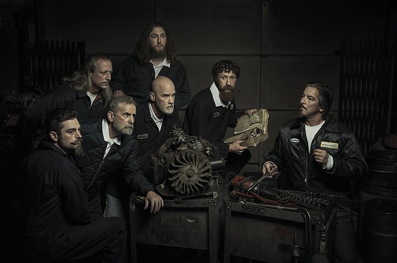 O renascimento e o barroco recriados em uma oficina mecânica