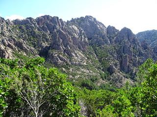 Punta di Monte Sordu sur l'autre rive du Peralzone