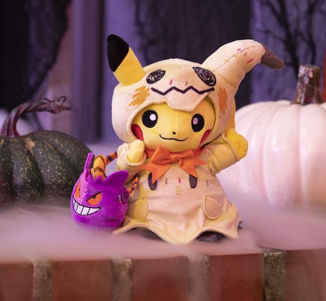Pikachu Pokémon Pumpkin Parade Poké Plush_Lifestyle Image