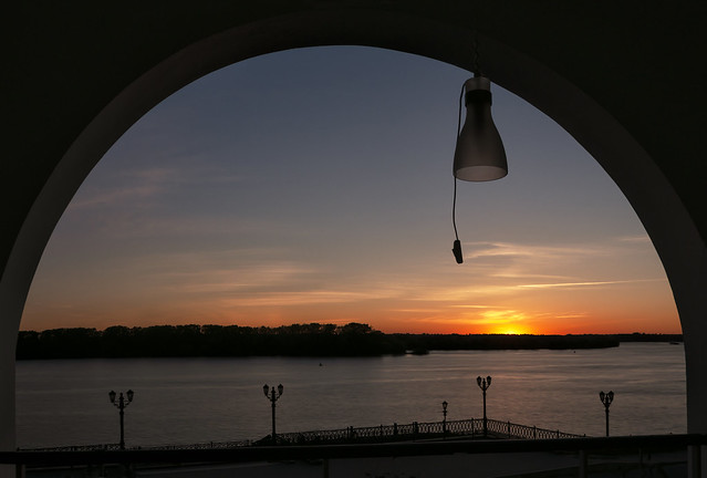 Sunset in the arch. Uglich_Volga