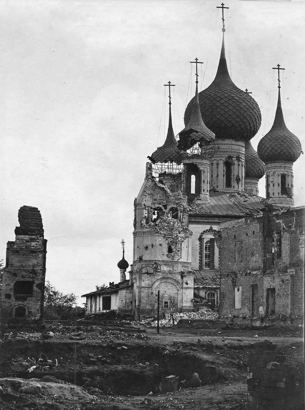 08. Церковь Петра и Павла, повреждённая артиллерией во время подавления восстания