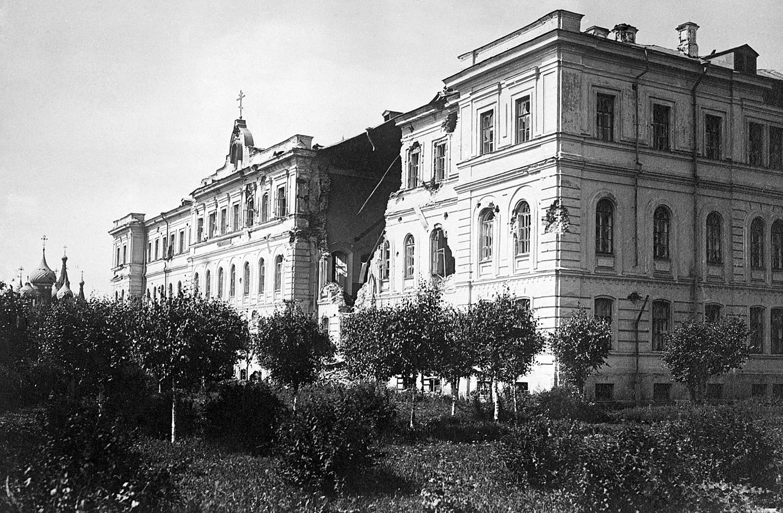 26. Здание Духовной семинарии после восстания и церковь Николы Мокрого