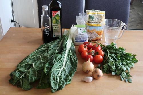 Zutaten für Soparnik (= kroatischer Mangoldkuchen) mit Tomatensalat