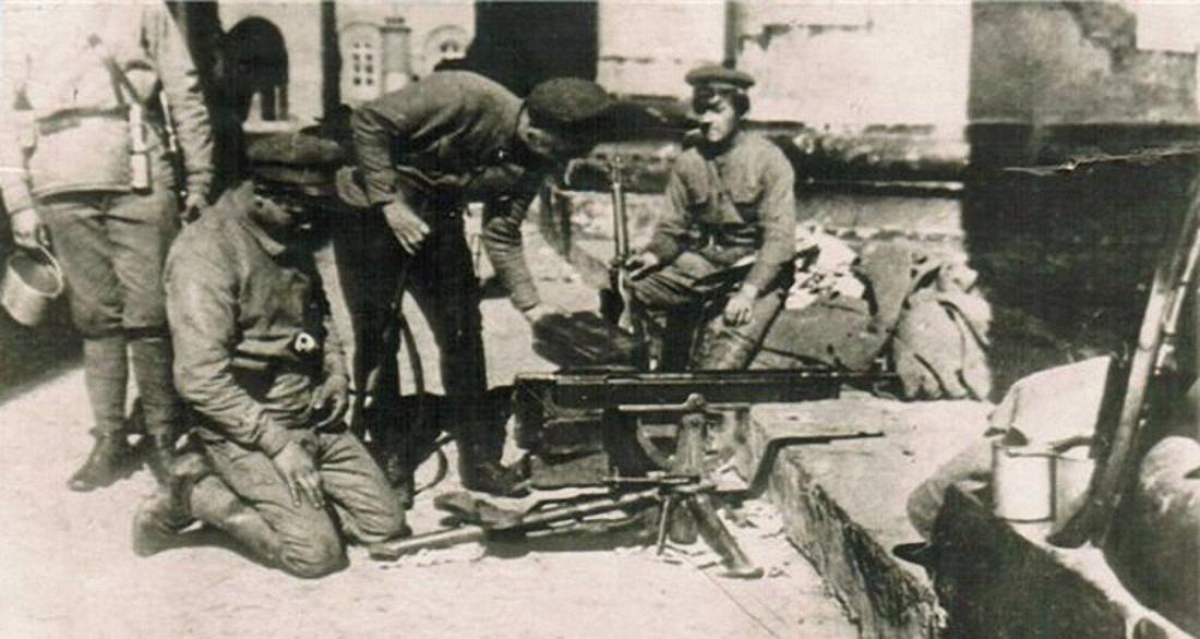 05. Красные пулемётчики в дни восстания