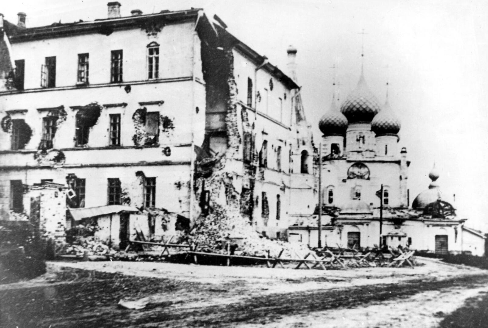 12. Главпочтамт и церковь Спаса на Городу после подавления восстания