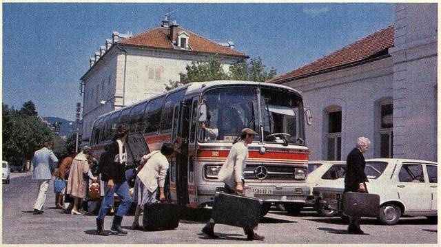 Postcard Mercedes-Benz O302 Gare de Veynes (05 Hautes-Alpes) Collection ''La Vie du Rail'' 1972a
