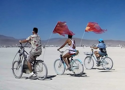 Biking across the playa (4325)