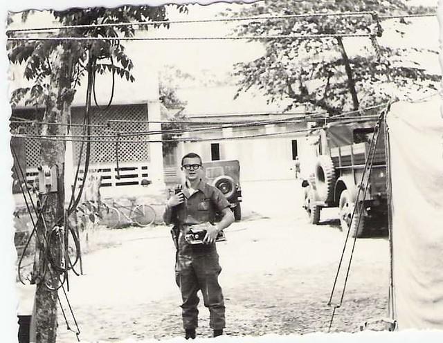 Hoạt động thường ngày bên trong Bộ tư lệnh Sư đoàn 9 Bộ binh QLVNCH của MACV Team 60 đóng tại Sa Đéc.