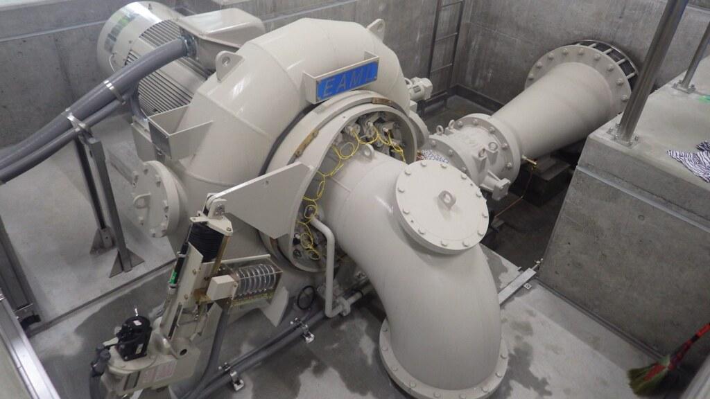 「王子能源生態園區輕井澤水力發電所」的水車發電機。