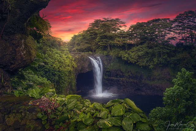 The wonderful colours of the evening at Rainbow Falls - Hilo (Hawaii, USA)