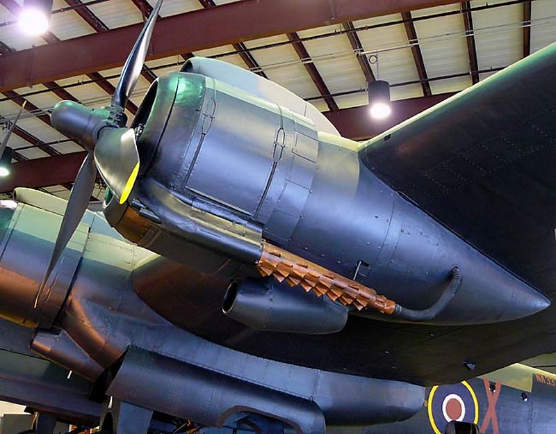 Handley Page Halifax Bomber 8