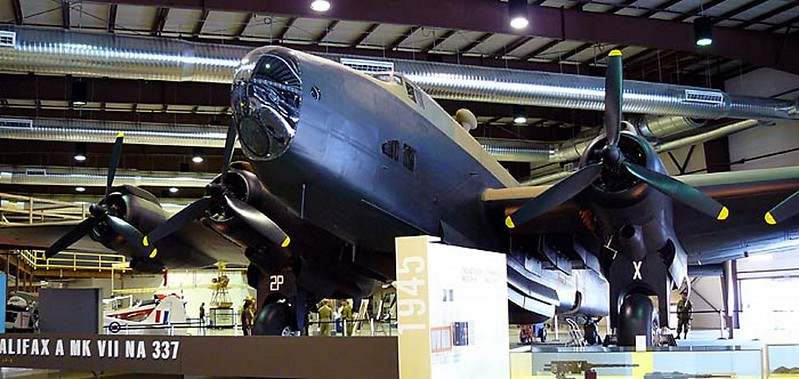 Handley Page Halifax Bomber 2