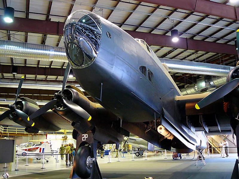 Handley Page Halifax Bomber 1