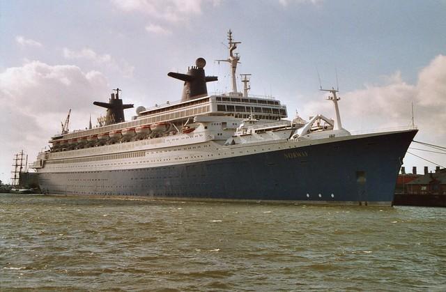 Kreuzfahrtschiff NORWAY in der Lloyd-Werft in Bremerhaven