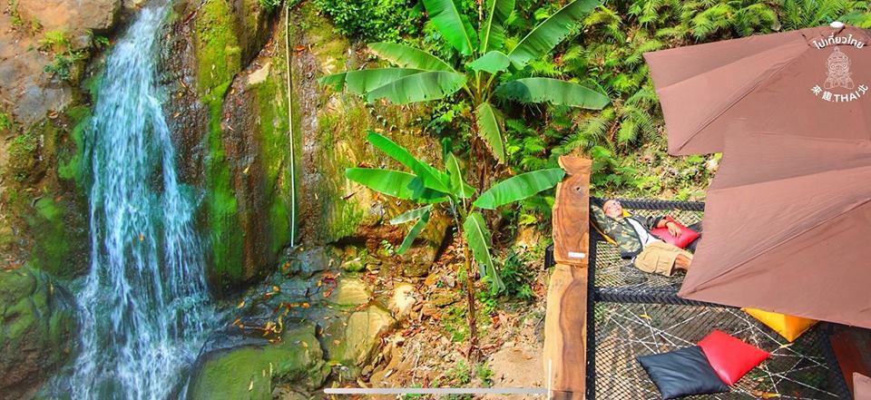 山中瀑布旁的森林咖啡館《Jungle De Cafe》