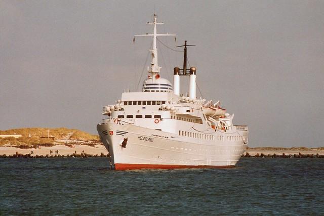Helgoland: MS HELGOLAND auf Reede