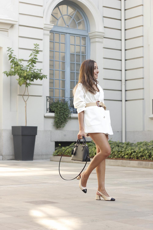 white blazer louis vuitton bag jaime mascaró street style outfit5