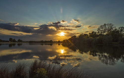 canon6d landscape nature outdoors outside sun sunburst sunset sky clouds lake water reflections uk cambridgeshire