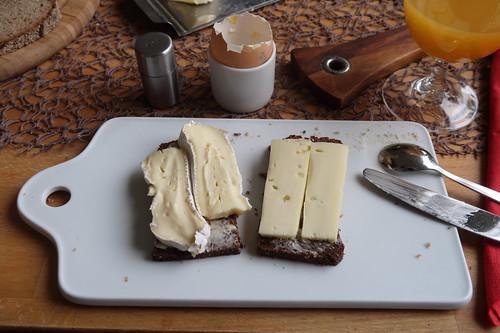 Käse auf Pumpernickel