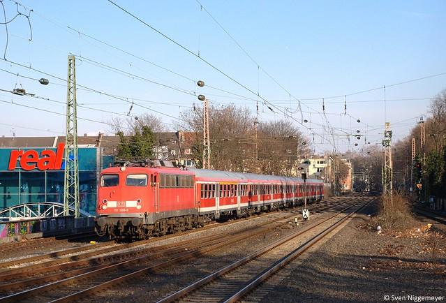 110 508-9 mit dem RE10450 von Düsseldorf nach Aachen in Düsseldorf-Bilk am 6.02.12