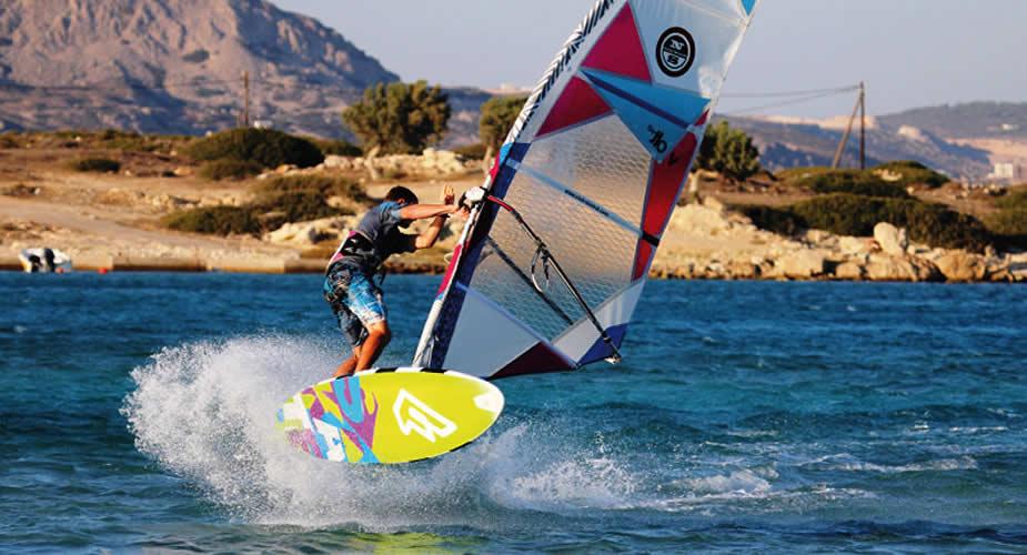 Windsurfen op Karpathos, Griekenland (foto met dank aan Ion Club) | Vakantie Karpathos