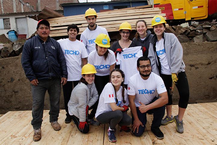Escolares construyeron viviendas en Pamplona con el apoyo de Techo y USIL