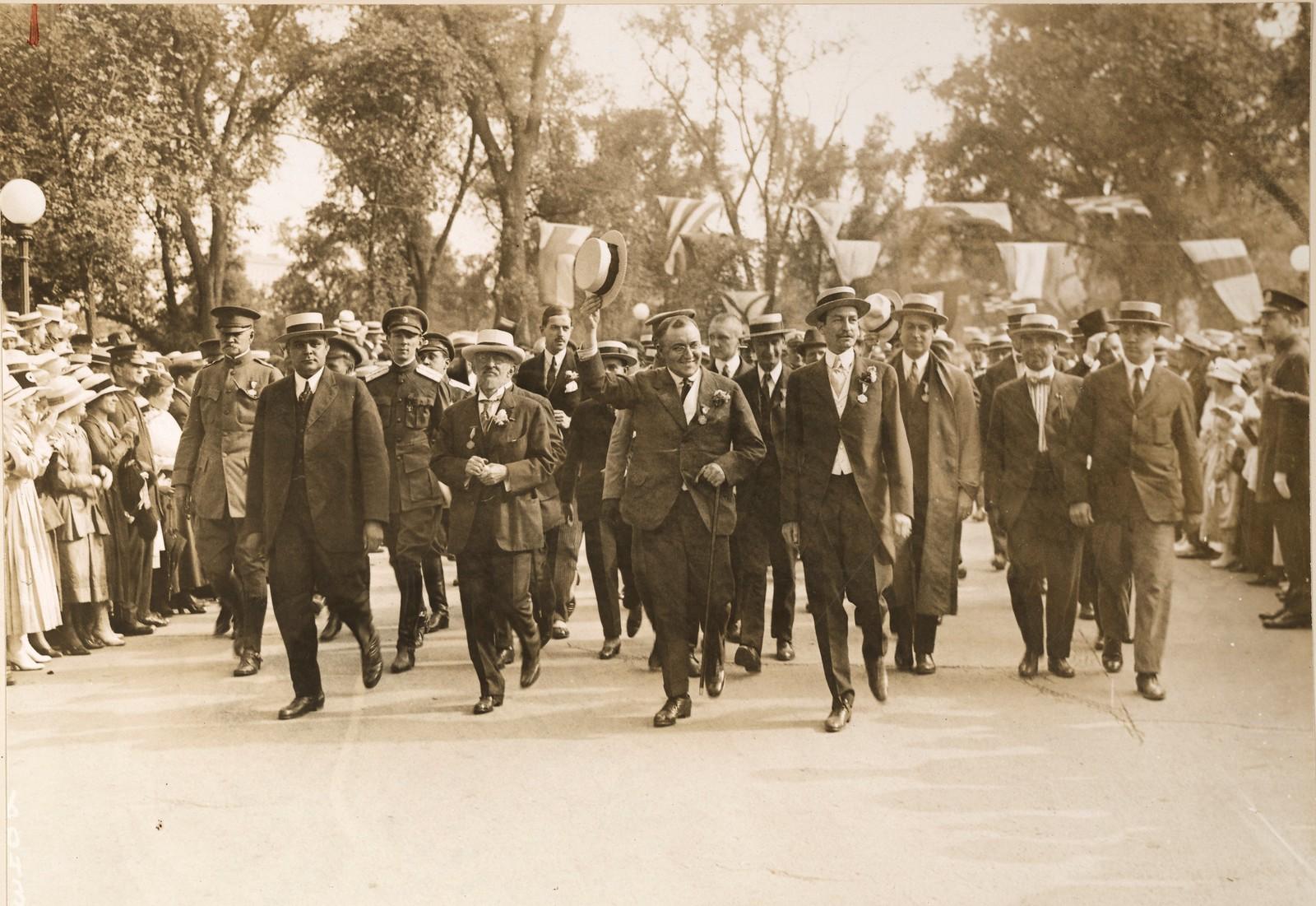 09. Делегация военной комиссии в Нью-Йорке. Чествование комиссии в Центральном парке