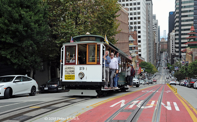 MUNI CABLE CARS--19 appr California/Stockton OB