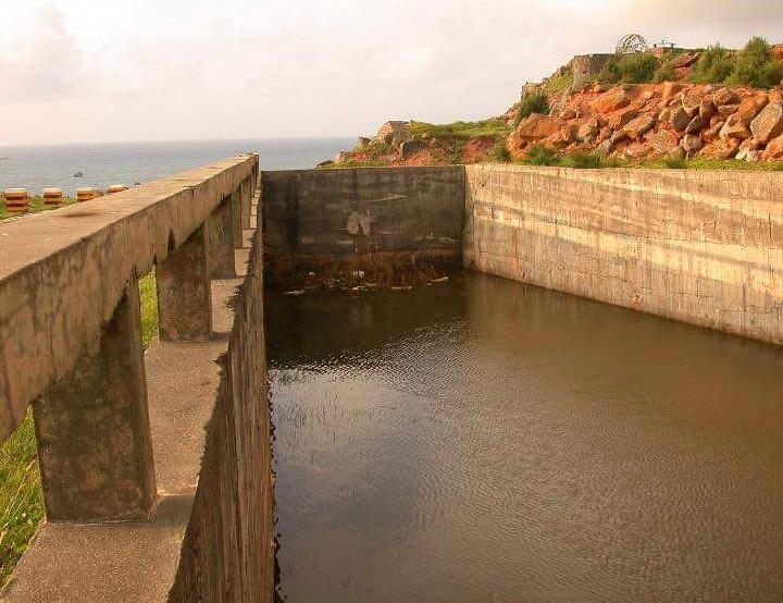 東沃攔水壩原先是一個巨型的蓄水池。高丹華提供