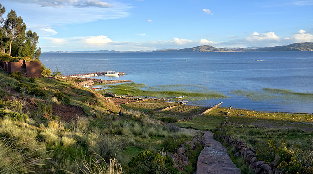 Stroll along Lake Titicaca