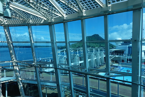 008233 rx100m6 fenster windows windowwednesdays window dwwg aussicht newzealand tauranga mount mountmaunganui mauao celebritysolstice