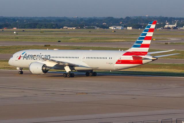 American Airlines B787-9 DREAMLINER N823AN 001