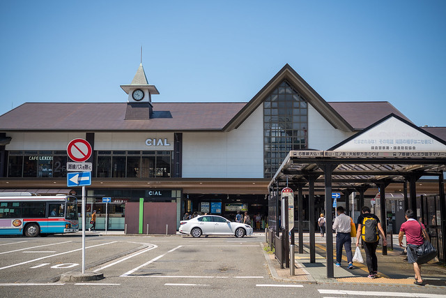 50mm 単焦点の鎌倉散歩 (1) : Sigma 45mm F2.8 DG DN 鎌倉駅から本覚寺まで
