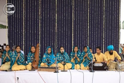 Bal Sangat presenting a group song