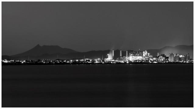駒ヶ岳 セメント工場夜景 monochrome