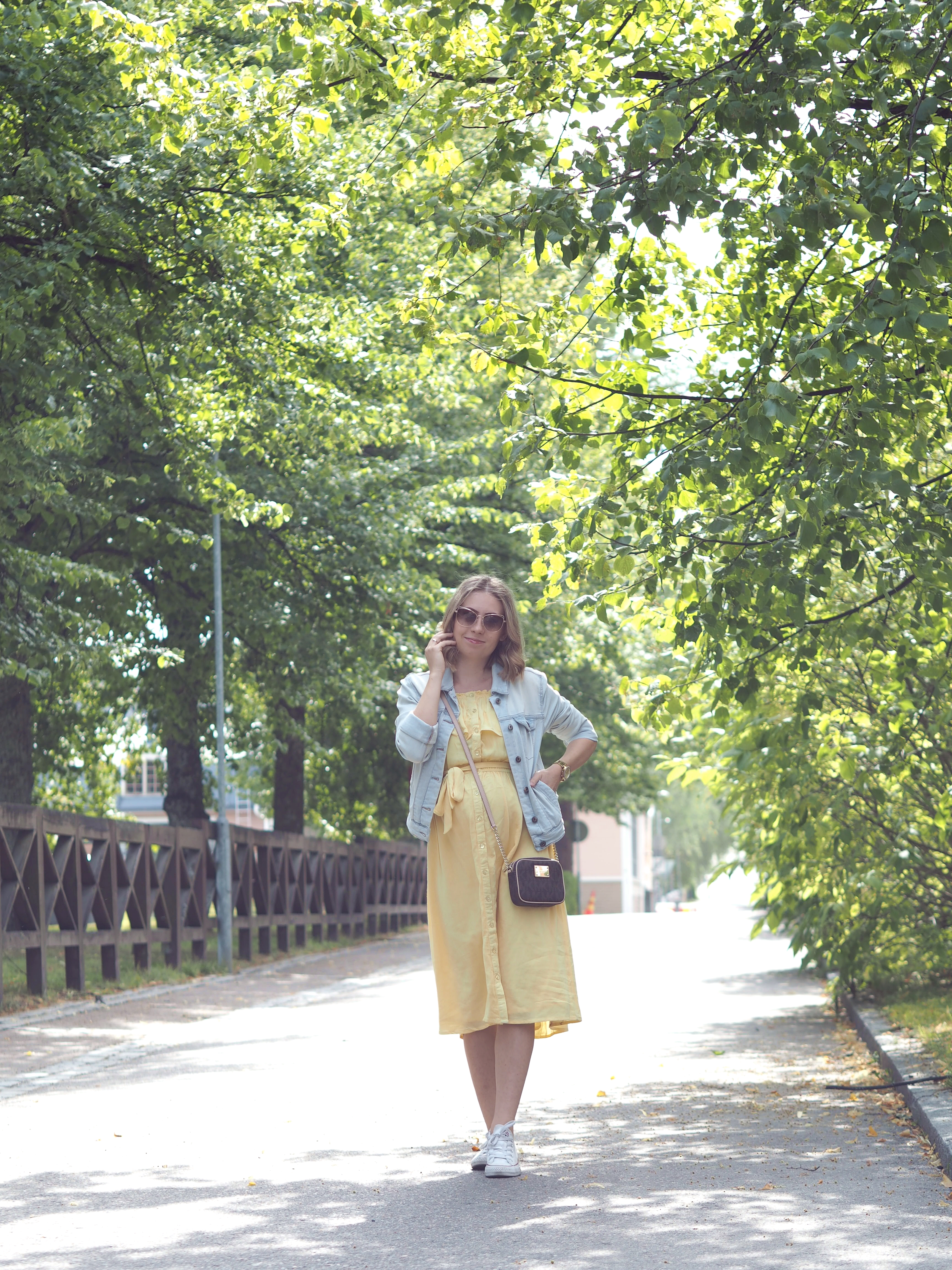 pastellin keltainen kesämekko