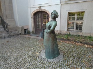 Frauenstandbild am Rathaus Treptow