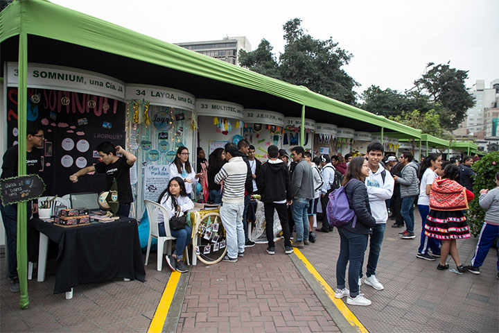 Junior Achievement Perú reunió en expoferia a 70 emprendimientos de escolares