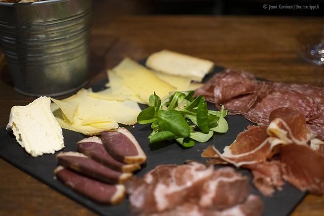 Liha- ja juustolautanen Wine More Timessä
