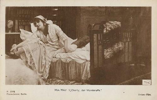 Mia May in Charley, der Wunderaffe