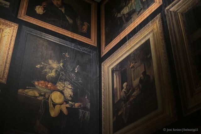 Viiniaiheisia maalauksia Cité du Vinin näyttelyssä