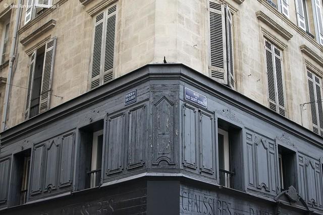 Kaunis kadunkulma Bordeaux'n vanhassa keskustassa
