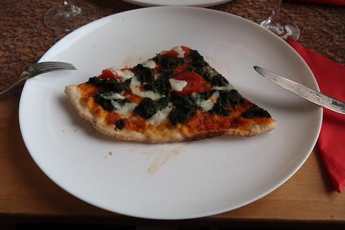 Pizza mit Spinat, Mozzarella und San Marzano Tomaten (mein 2. Viertel)