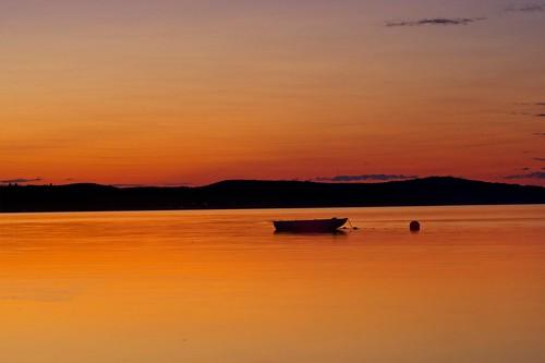 sunset boat nature chaloupe hills alone
