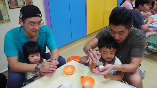 幼兒班親子製作月餅慶中秋