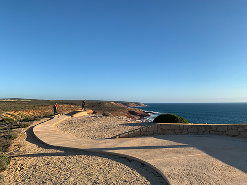 kalbarri westernaustralia clifftop cliffs view zuytdorpmemorial backbeachroad walkway ocean australia people photographer sunny sunset landscape shadows