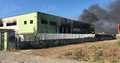 Incendio fabbrica pneumatici Battipaglia