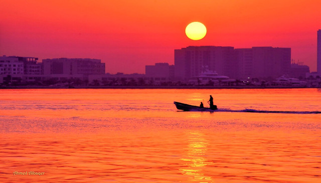 Sailing at the early sunrise ابحـــار مع أول الشروق