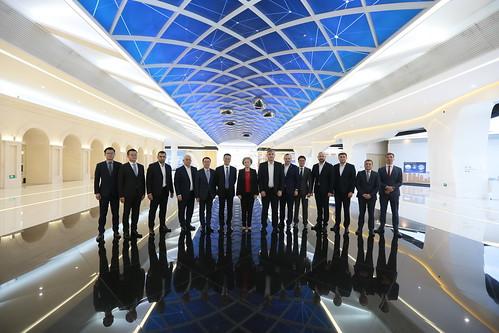 Delegația parlamentară a vizitat Centrul expozițional al companiei Huawei din Beijing