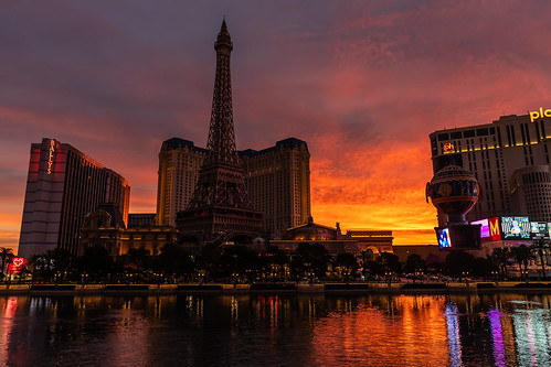travel paris sunrise lasvegas nevada unitedstatesofamerica eiffeltower planethollywood ballys